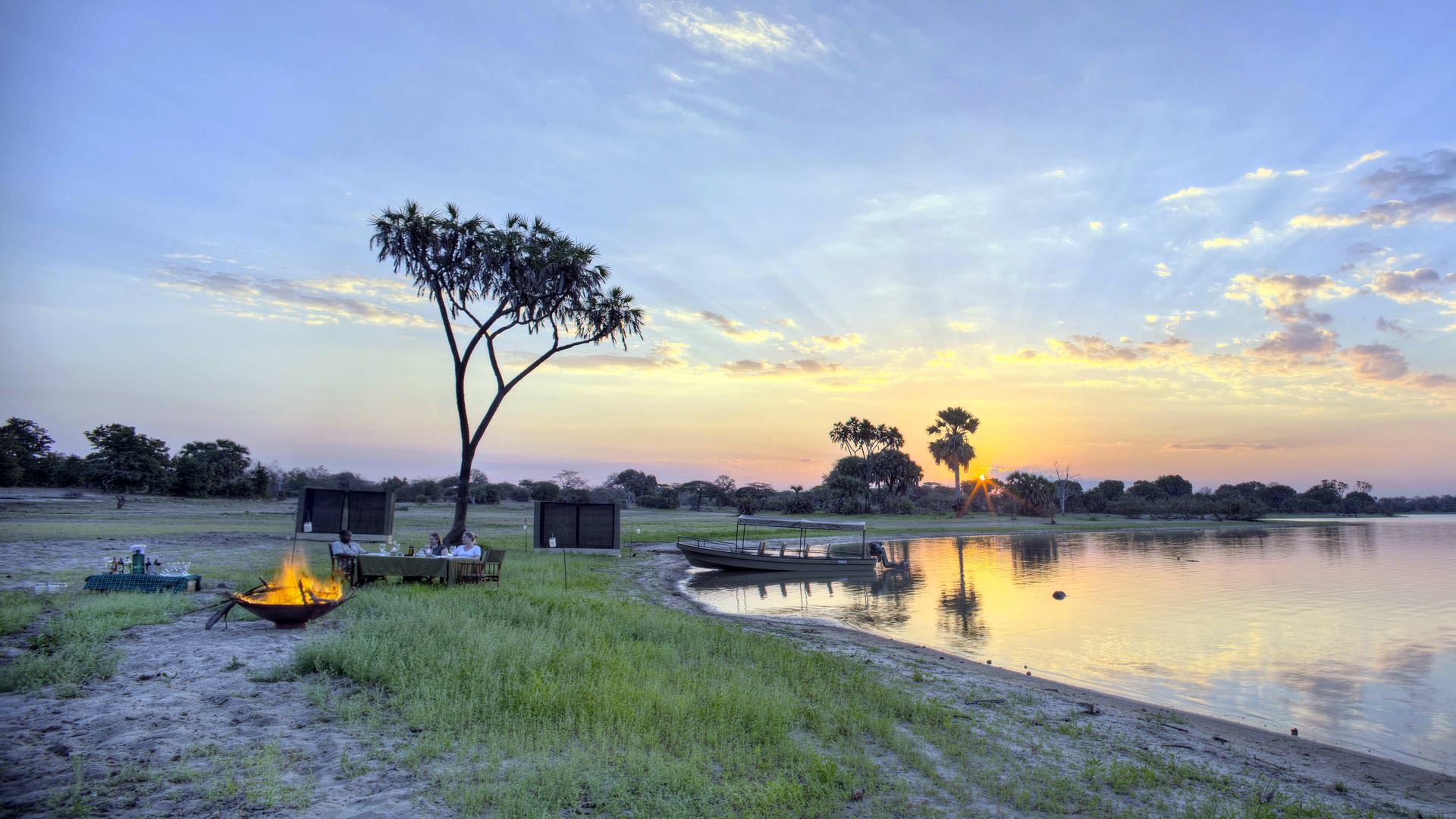 Roho ya Selous - relaxing at a fly camp location