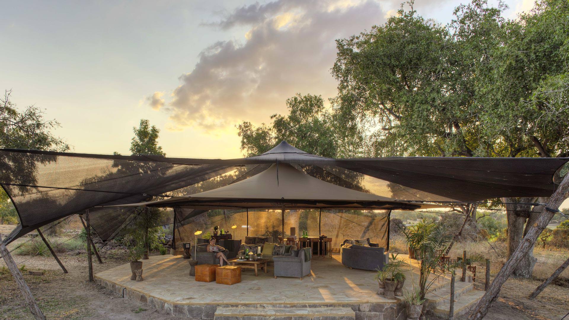 Roho ya Selous-The lounge and bar area